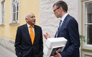 Indian Minister of State for External Affairs Mobashar Jawed Akbar with Minister of Foreign Affairs Sven Mikser.