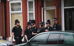 Politseinikud Manchesteris.