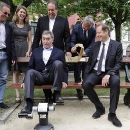 Eddy Merckx (pingil vasakul) ja Tour de France'i direktor Christian Prudhomme (Merckxi kõrval)