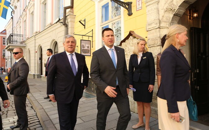 President of the European Parliament Antonio Tajani and Prime Minister Jüri Ratas take a walk around Tallinn's medieval old town on Tuesday. May 30, 2017.