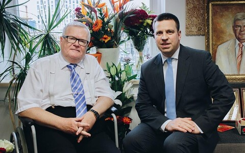 Edgar Savisaar (left) and Jüri Ratas at Savisaar's 67th birthday party.