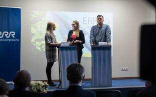 Äripäeva ajakirjanik Mari Mets (vasakul) ja Postimehe ajakirjanik Joosep Värk