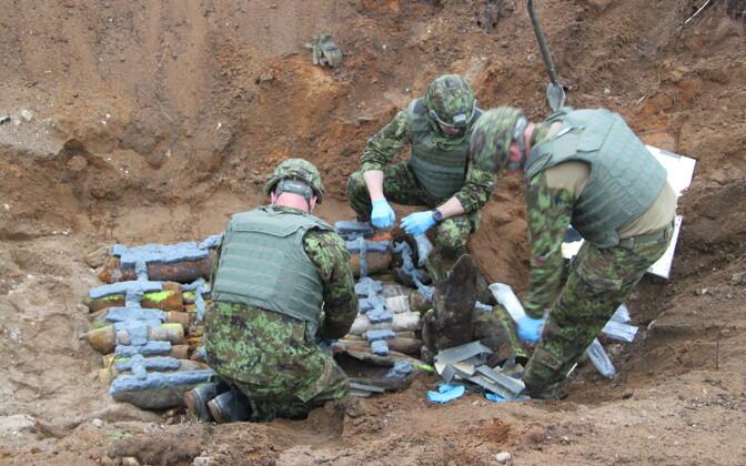 Подготовка к уничтожению старых боеприпасов.