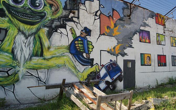 Разрисованная стена в Батарейной крепости в Таллинне. Иллюстративное фото.