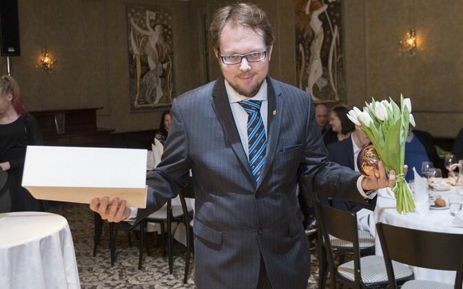 Vahur Afanasjev 2016. aasta kultuurkapitali kirjanduse sihtkapitali aastaauhindade jagamisel.