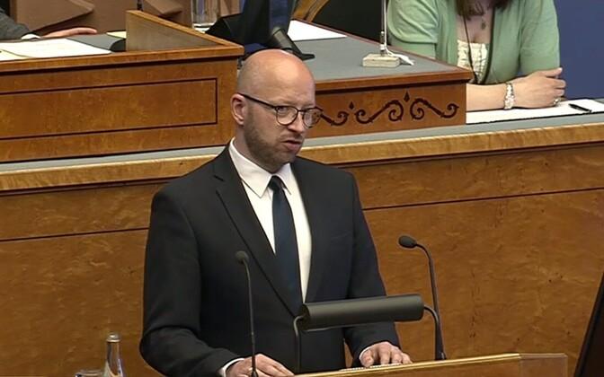 Chief Justice Priit Pikamäe speaking to the Riigikogu on June 8, 2017.