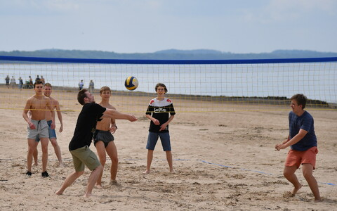 Открытие пляжного сезона в Нарва-Йыэсуу.