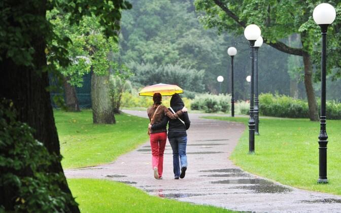 Two women walking in Tallinn's Kadriorg Park. Photo is illustrative.