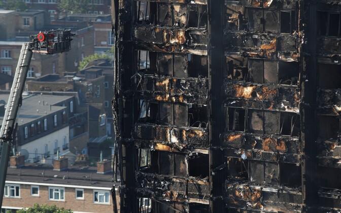 Londoni kortermaja Grenfell Tower 15. juuni hommikul.