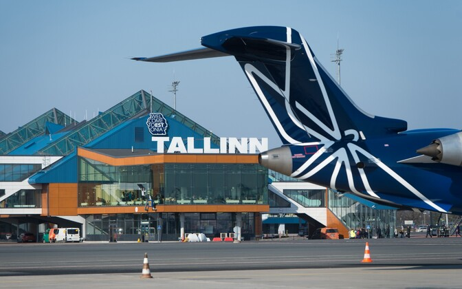 Самолет Nordica в Таллиннском аэропорту.