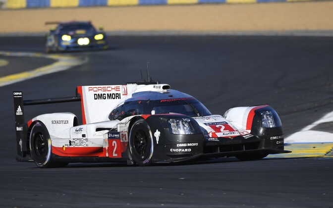 Earl Bamber võiduka Porsche roolis