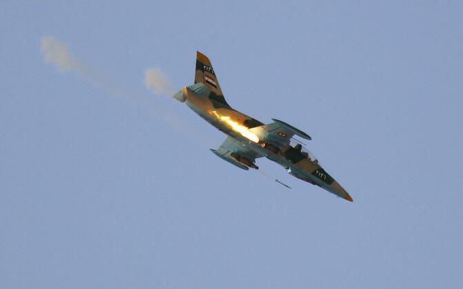 Süüria õhujõudude lennuk rünnakul.
