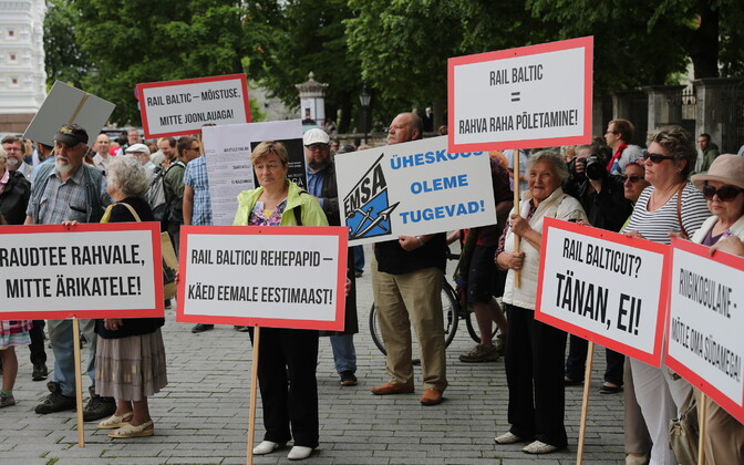 Rail Balticu vastane meeleavaldus riigikogu ees.