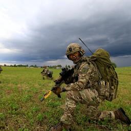 Солдаты НАТО.