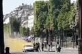 Pariisis rammis auto politseibussi, ründaja suri.