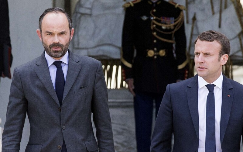 French Prime Minister Édouard Philippe (left) and President Emmanuel Macron (right).