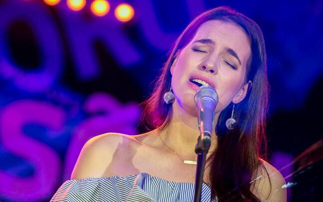 singer Liisi Koikson.