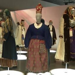 Экспозиция народных костюмов в Эстонском национальном музее.