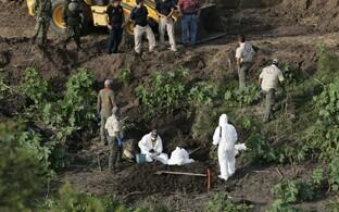 Mehhiko politsei eksperdid 2013. aastal järjekordset massihauda uurimas.