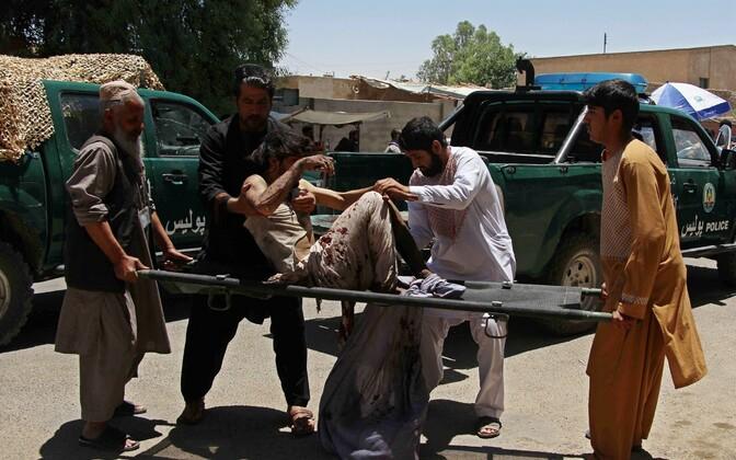 Lashkar Gah linnas kärgatas 22. juunil pangahoone juures autopomm, paarkümmend inimest hukkus.