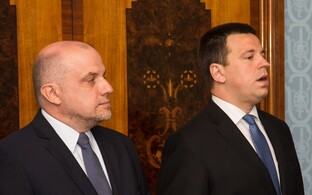 Ратас (справа) дал понять Луйку (слева), что Центристская партия сама разберется со своими делами.