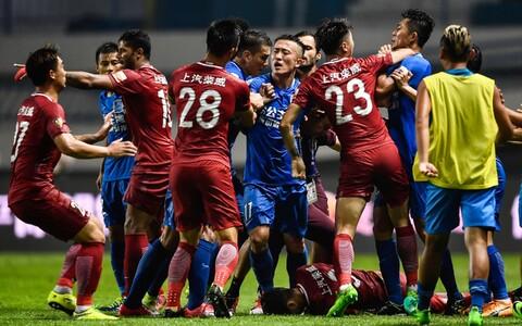 Shanghai SIPG (punases) - Guangzhou R&F (sinises), lamab Oscar