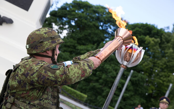 Lighting the Victory Day fire
