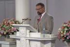Professor Raivo Mänd lõpuaktusel kõnet pidamas.