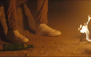 Vince Staples lõkke ääres uues videos.