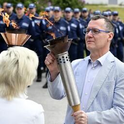 Прибывший из Раквере огонь Яновой ночи был торжественно передан руководителям всех местных самоуправлений уезда.