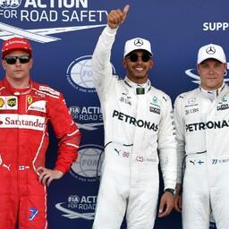 Lewis Hamilton (keskel), Valtteri Bottas (paremal) ning Kimi Räikkönen