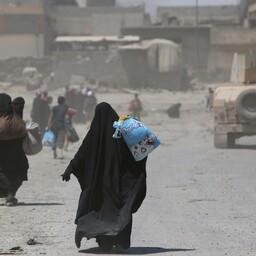 Tsiviilelanikud 24. juunil Mosuli vanalinnast põgenemas.