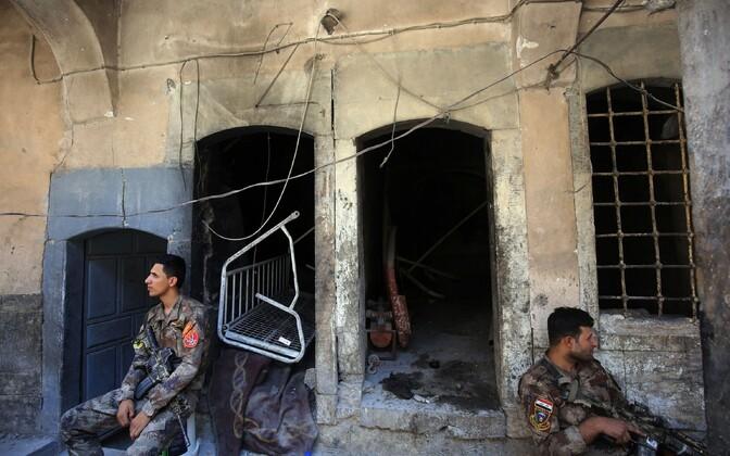 Iraagi sõdurid puhkepausil.