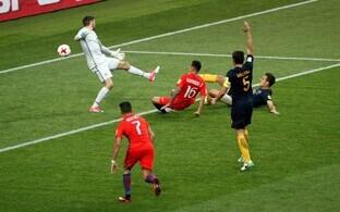 Сборная Чили сравнивает счет в матче с австралийцами