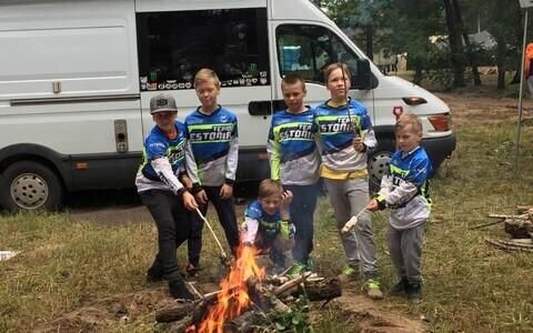 Ukrainas tähistasid noored Eest krossisõitjad ka jaanipäeva