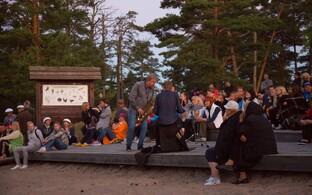 2016. aasta päikesetõusukontsert luitemetsas Raivo Tafenauga.