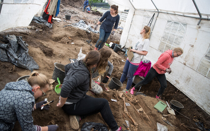 An archeological dig in Tõnismäe.