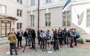 Reporters and cameras outside of Stenbock House. August 2016. Photo is illustrative.