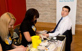 Then-MP Jüri Ratas (right) getting his blood pressure checked at an annual health check for Riigikogu employees. April 2016.