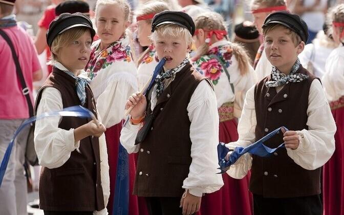 Lapsed laulu- ja tantsupeol.
