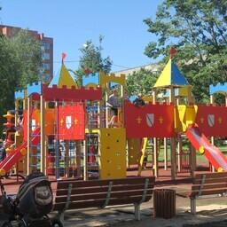 В Нарве построили современные детские площадки.