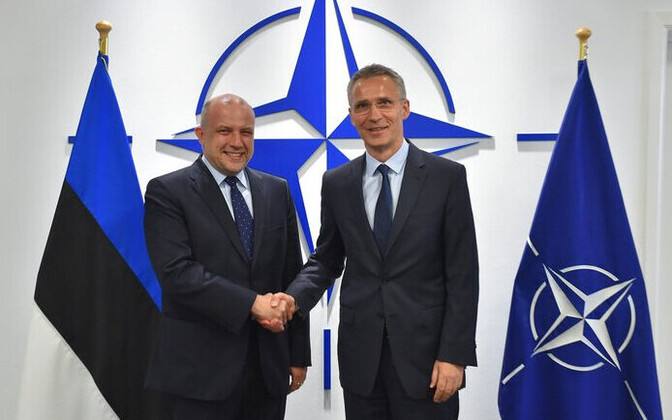 Minister of Defence Jüri Luik (left) with NATO Secretary General Jens Stoltenberg.