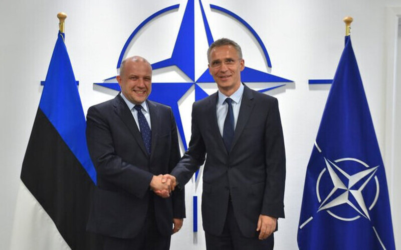 Minister of Defence Jüri Luik (left) with NATO Secretary General Jens Stoltenberg.