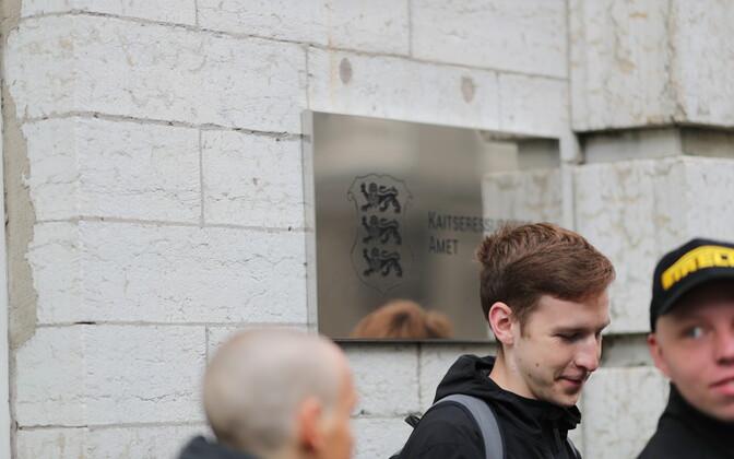 ERR.ee jäädvustas kutsealuste ajateenistusse mineku Tallinnas Maneeži tänaval.