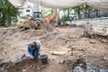 Kui vihm järele jäi, suundus osa töölistest telgist välja. Väljakaevamised algasid juba juuni alguses ja kestavad kokku pea paar kuud. Leitud on ligi 200 matust.