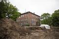 Tegelikult on kalmistu ala suurem kui vaid praegu üles kaevatud osa. Teine osa väljakaevamistest toimub mõnisada meetrit linna pool.