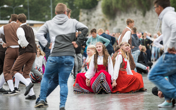 In 2017, youth dancers spontaneously decided to still dance the rained-out first performance of the Youth dance Festival, but in Freedom Square instead.