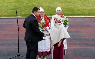 Jüri Ratas tunnustab Maie Tammemäed, Kaire Ojaveed ja Anita Kreeni