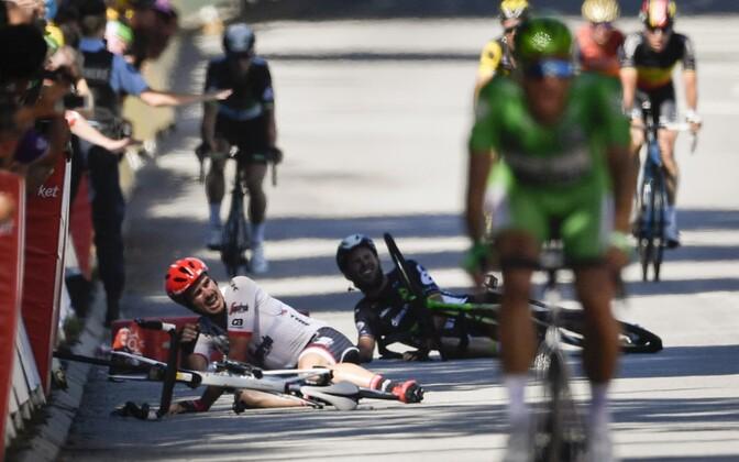 Mark Cavendish (keskel tumedas)