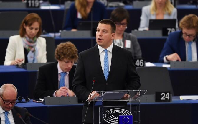 Jüri Ratas Euroopa Parlamendi ees.